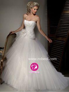 Mode De Bal Épaule Dégagée Traîne Moyenne Robe De Mariée En Tulle Avec Fleurs Manuelles