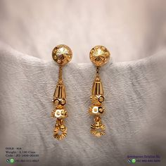 Black And Gold Jewelry Refferal: 2480271387 Indian Jewelry Earrings, Gold Jewelry Simple, Gold Rings Jewelry, Jewelry Design Earrings, Gold Earrings Designs, Jewelery, Gold Ring Designs, Gold Bangles Design, Gold Jewellery Design