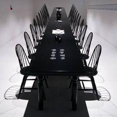 Sapete indovinare a quale padiglione appartiene questo tavolo in prospettiva? #Expo2015  Can you guess where is placed this perspective table? #Expo2015  Repost @fabriziadanna