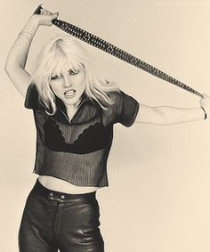 Debbie Harry in Vivienne Westwood Ensemble, 1974 Blondie Debbie Harry, Debbie Harry Style, Debbie Harry Hair, Rock Café, Hard Rock, 70s Icons, Style Icons, Look Disco, Mazzy Star