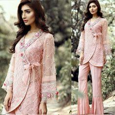 Bell Bottom Trouser Designs 2018 In Pakistan Pakistani Fashion Casual, Pakistani Dresses Casual, Pakistani Dress Design, Pakistani Bridal Dresses, Indian Dresses, Indian Fashion, Kurta Designs, Kurti Designs Party Wear, Stylish Dresses