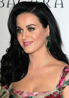 So many pretty things going on in this picture of Katy Perry.