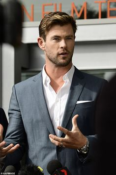 Chris Hemsworth announces the next installment of Thor will be filmed in Sydney Chris Hemsworth Hair, Thor Film, Hemsworth Brothers, Marvel Photo, Z Cam, Celebrity Dads, Celebrity Outfits, Celebrity Style, Man Thing Marvel