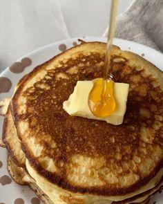 Kæmpe Bounty kladdkaka - chokoladekage med kokosfyld Pancakes, Baking, Breakfast, Food, Morning Coffee, Bakken, Essen, Pancake, Meals