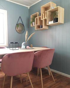 En dempet og sval mintaktig tone Teal, Furniture, Home Decor, Decoration Home, Room Decor, Home Furnishings, Home Interior Design, Home Decoration, Turquoise