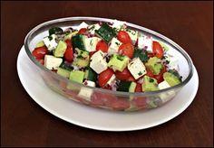 Salada de Abacate Tomate Cereja Pepino e Queijo Minas