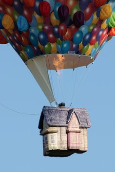 Extremely wonderful disney up house Air Balloon Rides, The Balloon, Hot Air Balloon, Balloon Basket, Balloons Galore, Disney Up, Disney Bound, Disney Stuff, Disney Pixar