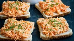 Mrkvová pomazánka Foto: Breakfast Snacks, Breakfast Recipes, Salmon Burgers, Bon Appetit, Finger Foods, Foodies, Food And Drink, Appetizers, Low Carb