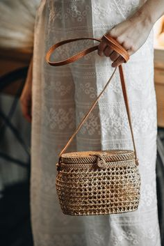 24 Summer Wedding Ideas to Copy for Your Own Celebration - Check out these steal-worthy summer wedding ideas, themes, and tips before you start planning your warm weather soirée. rattan bridal clutch {Courtesy of Laure de Sagazan} Summer Wedding, Wedding Week, Bridal Clutch, Bridal Fashion Week, Wedding Trends, Wedding Ideas, Bridal Style, Wedding Accessories, Bucket Bag