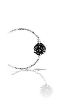 Chanel Camélia Bracelet in 18K white gold, onyx and diamonds.