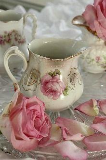 my weakness... pink rose creamers