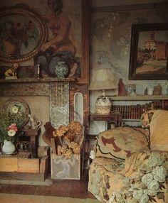 Bloomsbury group - drawing room at Charleston (UK), 1930s