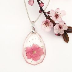 @petalspelljewelry makes gorgeous and dainty botanical jewelry. I am in love with this teardrop faceted resin piece with a vibrant pink Verbena bloom!  #jewelry #jewels #jewelrygram #jewelryaddict #jewelrydesign #instajewelry #flowers #botanical #flower #flowerstagram #floweroftheday #flowerstyles_gf #instaflower #instaflowers #etsy #etsyshop #etsyseller #handmade #handmadejewelry #handmadeshop #handmadewithlove #resin #resinjewelry #smallbusiness #shopsmall #dainty #pretty by…