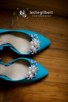 Love the pop of blue shoes for a bride! Photo by Leslie Gilbert Photography Pin from DreamWeddingsPA.com