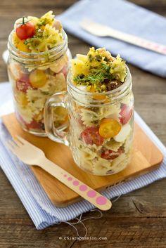 pasta-fredda-insalata-di-pasta-con-farfalle-tonno-pomodorini-limone-pesto