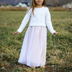 How to sew a little girl's long tulle skirt, perfect for a party or Christmas. Easy tulle skirt sewing tutorial. Foiled tulle, micronet.