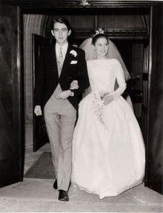 7 Wedding Dress Trends That Deserve a Comeback 1960s Wedding Dresses, Wedding Dress Trends, Wedding Attire, Bridal Dresses, Wedding Gowns, Vintage Wedding Photos, Vintage Bridal, Vintage Weddings, Vintage Outfits