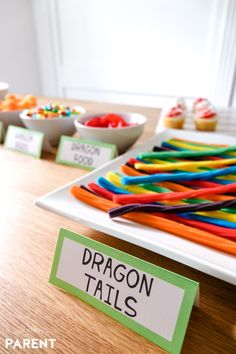 How to Train Your Dragon Party Food Ideas with free printable labels make it easy to plan a celebration or easy family movie night! Make an easy DIY snack table with these simple ideas! Dragon Birthday Parties, Dragon Party, 5th Birthday, Dinosaur Birthday, Diy Snacks, Party Snacks, Movie Party, Party Time, Toothless Party