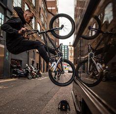 Bike Freestyle, Bmx Street, Cycle Ride, Urban Bike, Street Culture, Bike Style, Bmx Bikes, Parkour, Bike Life