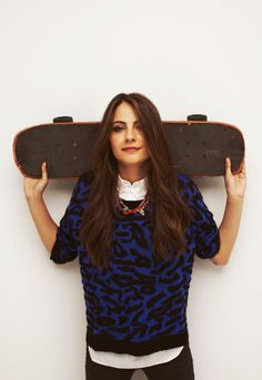 Willa Holland - holding Skateboard on Shoulders - Willa Holland, Holland Hair, The Oc, Gossip Girl, Thea Queen, Cw Series, Skater Girls, Emily Bett Rickards, Hot Brunette