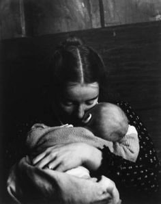 Mother and child, 1950 circa. - (Nell Dorr, Amon Carter museum of american art/Moma) Man Photography, Children Photography, Museum Photography, Tudor, Edward Steichen, Female Photographers, Photo Reference, Mother And Child, Mothers Love
