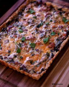 Suppilovahvero-poropiirakka Quiche, Baking, Breakfast, Food, Morning Coffee, Bakken, Essen, Quiches, Meals
