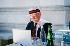 Kreatív írás kép alapján 253 Style Gentleman, Make Money Online, How To Make Money, Ok Boomer, White Collar, Aging Gracefully, High Speed, Extra Money, Free Stock Photos