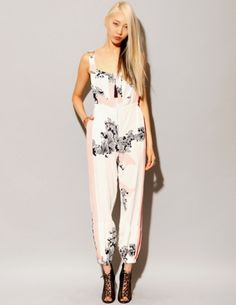 Love the jumpsuit Couture Fashion, Fashion Beauty, Vogue, Korean Model, Dress Me Up, Evening Gowns, Fashion Outfits, Fashion Ideas, Ready To Wear