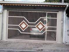 Fotografia de Portao com detalhe de madeira  por Serralheria  Mega Jf  #312218. portao de ferro
