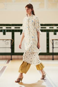 24. Flared tunic and soft dress in silk crepe print, large pants in viscose twill, sandals in plastic