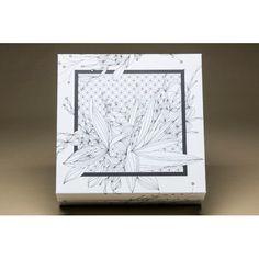 A Caixa Zen é ideal para seu momento de lazer. Esta peça com desenhos de flores em preto e branco é perfeita para deixar sua criatividade fluir. #CaixaDecorativa #LojaSoulHome