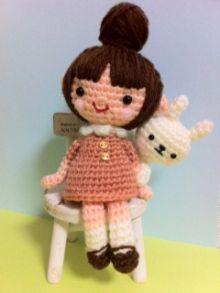 niña con conejito amigurumis pagina japonesa