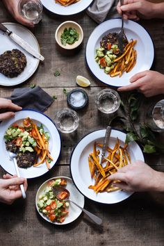 Black bean burger with parsnip & sweet potato fries :: Photo by Filipe Lucas Frazão