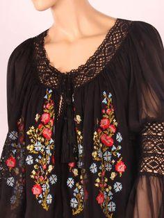 Boho Beautiful, Beautiful Blouses, Beautiful Outfits, Folk Fashion, Ethnic Fashion, Curvy Fashion, Polish Embroidery, Hungarian Embroidery, Floral Embroidery