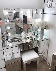 Dressing table goals from Amy Rose Walker featuring our Scarlett Hollywood Mirror. 🤩 Makeup Mirror with Lights Bathroom With Makeup Vanity, Vanity Room, Makeup Vanity Decor, Beauty Vanity, Beauty Room Decor, Makeup Room Decor, Mirrored Bedroom Furniture, Hollywood Mirror, Hollywood Glamour Bedroom