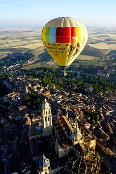 ¿Volar en un globo es peligroso?   http://www.facebook.com/siempreenlasnubes.volarenglobo  Información y reservas: http://www.siempreenlasnubes.com