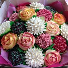 These are cupcakes. Instead of flowers for graduation or a special occasion, I want cupcakes that look as lovely and realistic as these beauties.