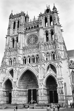 Amiens Cathedral - Icon of French Gothic Architecture, ANZAC Reminder French Gothic Architecture, Cathedral Architecture, Rest Of The World, Wonders Of The World, French Cathedrals, Art Roman, Earth Book, Gothic Cathedral, Across The Universe