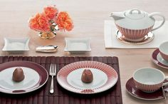 The Classic Stripes pattern in warm colours brings a breath of nostalgia, reminiscent of   the classic English high tea with sandwiches, scones and clotted cream.