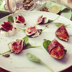 Brunch #figs #prosciuttocrudo #goatcheese #greekyogurt #honey #seeds #babyspinach #pornfood #mirapornfood #yammirame #food #healthy #instafood #foodfphotography #theartofplating #chesroll @figandsalt @four_magazine @foodandwine @gourmetartistry @chefstalk @cookwithoscar  by yammirame