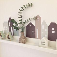 Weihnachtsdeko: IKEA RIBBA Bilderleiste kombiniert mit den Lille Hus Wandtattoos ist die perfekte Kulisse für deine Weihnachtsdeko, Winterwald und mehr. In drei Farben und verschiedenen Längen.