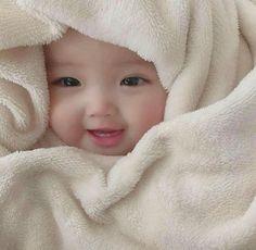 Cute Baby Boy, Cute Little Baby, Little Babies, Cute Kids, Baby Baby, Baby Girls, Very Cute Baby Images, Cute Baby Girl Pictures, Cute Asian Babies