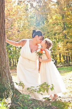 Mother and daughter wedding photo #wedding #photography