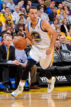 Steph Curry- Best Guard in the league James Harden Shoes, Air Max Classic, Kevin Durant Shoes, Nike Tights, Nike Runners, Air Max Day, Nike Design, Kobe Shoes, Oufits Casual