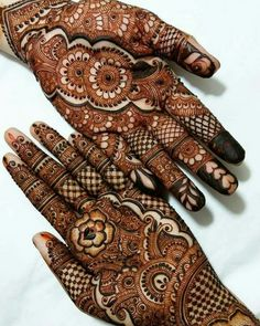 Latest Arabic Mehndi Designs Henna Trends Collection consists of stylish and beautiful mehndi patterns to try on events, festivals, weddings, etc Indian Henna Designs, Latest Arabic Mehndi Designs, Henna Art Designs, Modern Mehndi Designs, Bridal Henna Designs, Mehndi Designs For Girls, Unique Mehndi Designs, Beautiful Henna Designs, Dulhan Mehndi Designs
