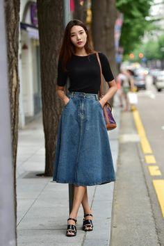 jolie jupe en jean femme longue, jupe longue h&m et sandales noires