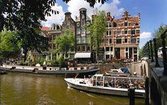 canal en facades of houses