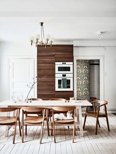  Dark green interior combined with brown tones, personal vintage decor items and Scandinavian design in a unique Swedish home. Casa Retro, Retro Home, Elle Decor, Dining Area, Dining Table, Dining Rooms, Sweet Home, Gravity Home, House Ideas