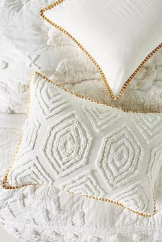 Tufted Cidra Shams, Set of 2 by Anthropologie in White, Bedding Decoration Hall, Decoration Photo, Decoration Design, Diy Gifts For Christmas, Decoration Christmas, Linen Bedding, White Bedding, Bed Linen, Country Decor