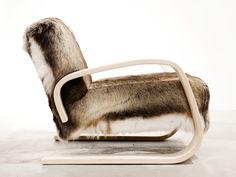 Upholstered wooden armchair with armrests 400 | Armchair - Artek